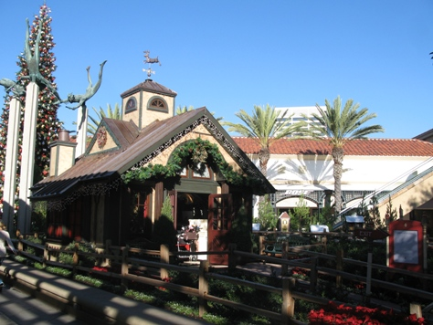 Santa's House at Fashion Island