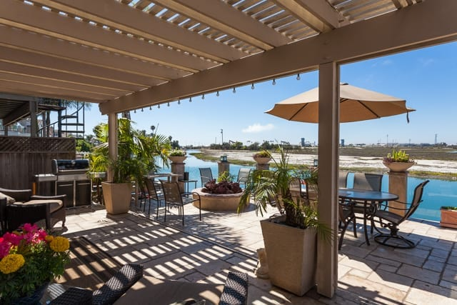 233 Canal Street in Newport Shores