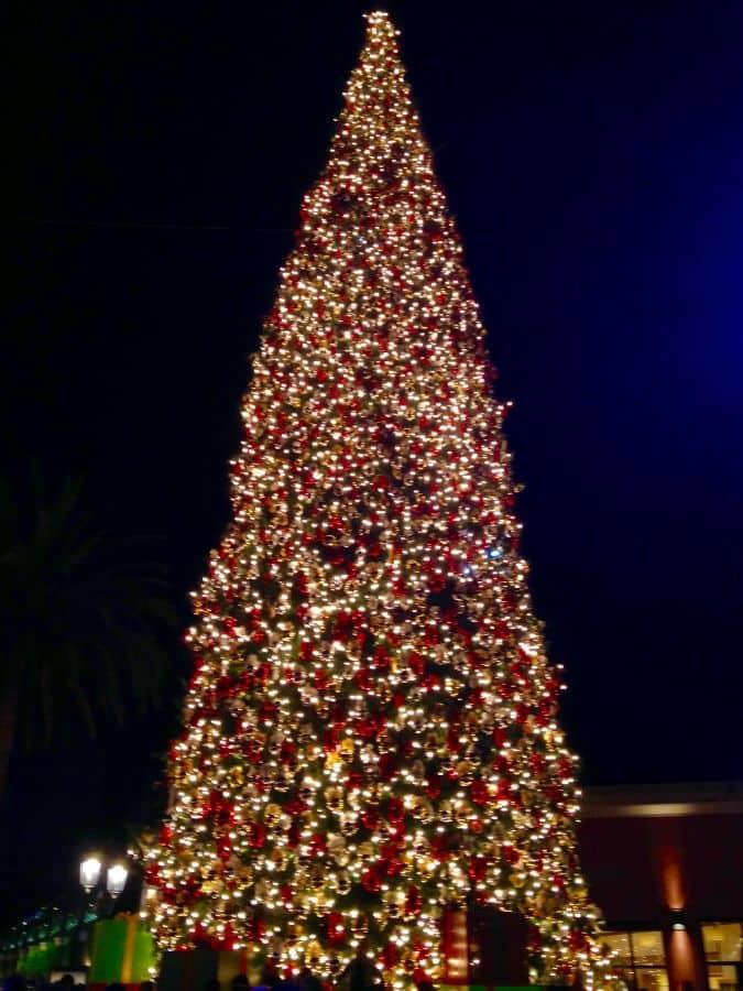 Fashion Island Tree lighting 2017